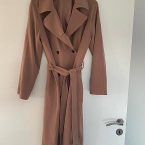 Fed frakke den smukkeste nougat farve