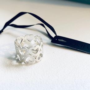 Splinterny fingerring med mærke fra Pure Købt for 400,- Sterling sølv Størrelse 17
