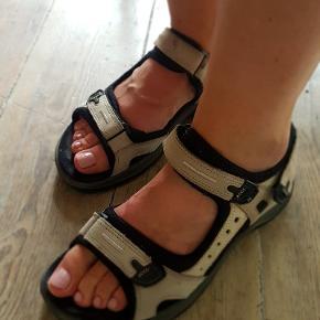 Ecco sandaler. God pasform og behagelige at have på.