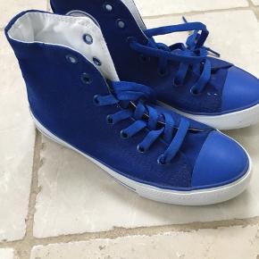 Nye sneakers maxuma. Flot blå farve.  Aldrig brugt.  Sælges for familie.