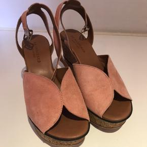 Smukkeste sandaler.  Str. 41, men svarer til 40