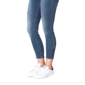 Skønne jeans str 31 lynlås ved anklerne