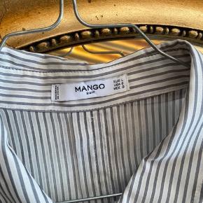 Mega fed oversized skjorte, bruger den bare ikke:/🌸  🙅🏼♀️ Jeg bytter ikke 🌈 Kan afhentes i 4100, Ringsted  🧼 Jeg vasker tøjet inden afsendelse  📱 Jeg har MobilePay, hvis du foretrækker det 🛍 Køberen betaler porto 📦 Forsendelsen er med DAO