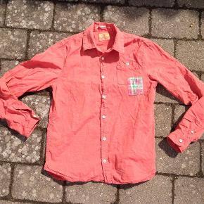 Scotch Shrunk skjorte i str. 164/14 år Farve: Se foto Super fed skjorte fra Scotch Shrunk, den har ikke været brugt meget og er fejlfri. #30dayssellout Pris: 50 kr. pp