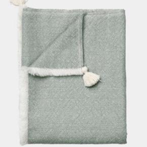 Brand: Aiayu, Isolde plaid Varetype: Plaid, Aiayu Størrelse: 160x180 Farve: Mix Albicant/Dried Herb Oprindelig købspris: 2495 kr.  Smukkeste plaid fra Aiayu, HELT NYT.  Giver 10 pct. rabat via mobilepay, ikke interesseret i at bytte med andre varer - rydder op.