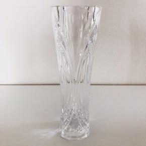Vintage krystalvase, 17 cm. Perfekt stand.