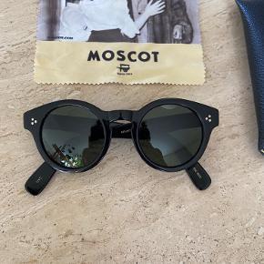 OBS! Moscot originals Grunya solbriller i sort. Fremstår i rigtig god stand. Ingen tegn på slid.   Nypris 2500kr