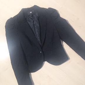 Super sød H&M blazer med puf ærmer  Rigtig fin stand  75kr