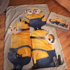 Som nyt sengetøj fra Minions, vasket to gange.  Minions interaktiv bamse der spiller og danser og reagerer på lyde, helt som ny.