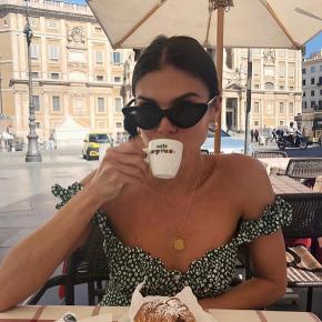 With Jéan - Isabelle dress  Helt ny!❤️  Den smukke populære grønne kjole fra With Jéan    Nypris 1.100 kr plus told og fragt (cirka 1.650-1.700 kr.)