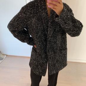 Mango frakke med et lige snit. Perfekt som overgangsjakke   Ved TS handel betaler køber handelsgebyr🌸