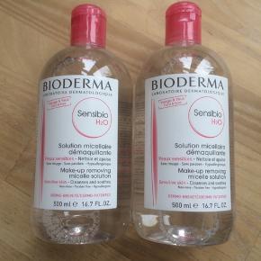 Helt nye og uåbnede Bioderma Sensibio makeupfjerner / rensevand.  Mindst holdbar til juli 2021.  Afhentningspris er 175,-   Prisen er fast.   1 flaske sælge for 100,-