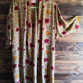 Relove and Roses kimono