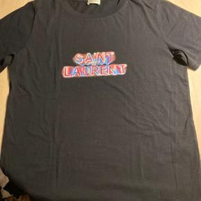 Tshirt unisex Købt i Italien. Nypris 395eur Med prismærke Lidt oversized model