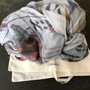 Varetype: Tørklæde Størrelse: Stort Farve: Multi Oprindelig købspris: 2800 kr.  Super lækkert tørklæde med Cashmere. Så smukt og passet godt på!  Nypris 2.800,-   Se gerne mine andre lækre mærker.