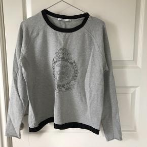 Fed trøje fra DAY - bliver ikke brugt, og derfor er prisen sat til 150-, BYD endelig