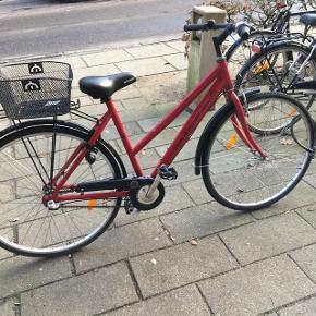 Pæn og velholdt pige cykel 26 tommer 3 gear sælges 1 1/2 år gammel