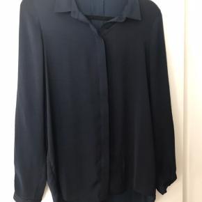 Lækker silkeskjorte fra MSCH i str xs. Brugt få gange og fremstår yderst velholdt