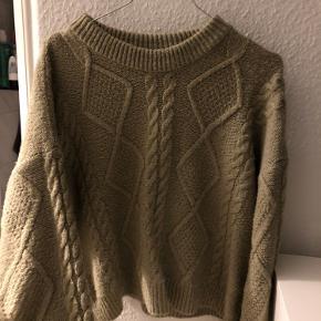 Fin sweater fra Josefine Simones kollektion. Den har været brugt en del gange.