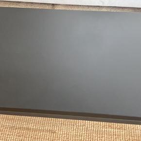 Som nyt!   Np 8995,- købt hos fritz hansen.   Linoleum og pulverlarkeret stål. Super kvalitet.   Altid passet rigtig godt på.   120/60/45 cm   Dansk kvalitetsdesing.