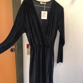 Flot lang kjole, som desværre bare hænger i skabet.