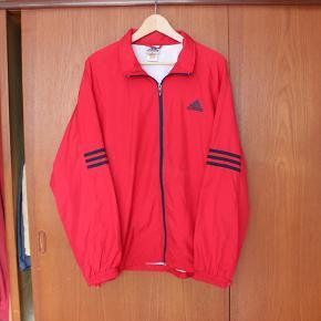 Perfekt jakke til sommeren, næsten som ny! Pris er inkl. fragt.