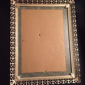 Sølv farvet gammel foto ramme. Med meget flot mønster.