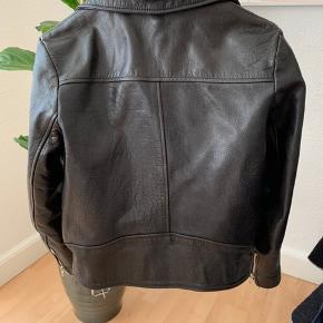 Vildt fed læder jakke fra Hosbjerg i str. M, passes også at en størrelse S🌸