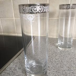 Gode høje vandglas  Alle sammen for 45 kr