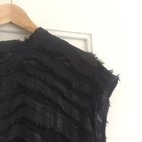 Flot festlig kjole fra Second Female. Kun brugt 2 gange. Perfekt til julefrokoster eller nytår!