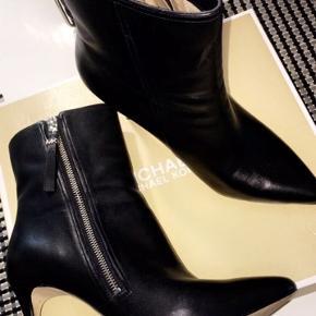 Flotte støvler har kun haft dem på en enkel gang Nypris 1999,-