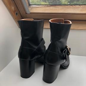 Flotte læderstøvler i rigtig god stand. Kun brugt enkelte gange.