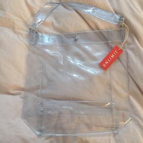Sælger denne gennemsigtige taske fra Unlimit. Aldrig brugt og stadigvæk med prismærke.  Nypris var 200 Byd gerne:)