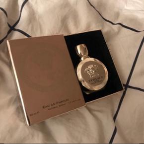 Helt ny Versace Eros Pour Femme. Fejlkøb - aldrig brugt. 50ml - eau de parfume. Np: 695kr  Går ikke under 400kr