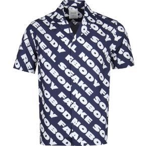 Wood Wood Tshirt Brandon shirt. Super cool passer til nu. prismærket 800,- Helt ny i pose.