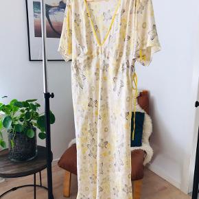 Smuk silke kjole - fra Bruuns bazar