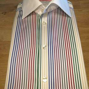 Varetype: Skjorte Farve: Multi Oprindelig købspris: 1400 kr.  Vild flot skjorte fra ikoniske Eton.  Se også mine andre 100 annoncer med tøj af meget høj kvalitet til begge køn.