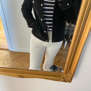 Sælger min jakke fra Meotine i ruskind, da jeg desværre ikke får brugt den.