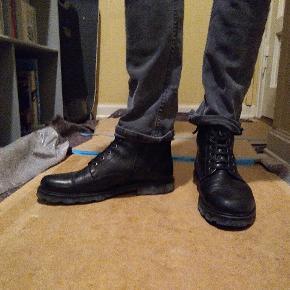 Læder støvler fra Royal Republic - næsten ikke brugt. Står str 42, men føles som en 42.5