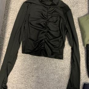 Sort crop-bluse: M  Lysebrun: M  Grå/sort strik: str M (Morgan)  Sort strik: xs- Primark  Grøn rullekrav str. 38  Prikket bluse str. m - monki  Blå satan med perler på. Str. S - only   1 for 55kr 3 for 120kr.   #30dayssellout