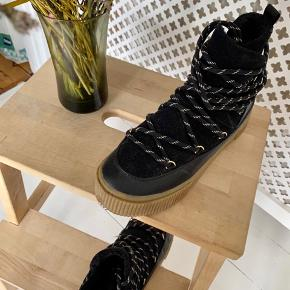 H&M vandre og vinterstøvler str. 37 - har blødt og varmt for. Skriv hvis du har spørgsmål