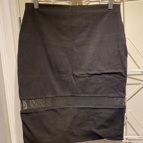 Sort pencil nederdel i jersey med mesh stykke