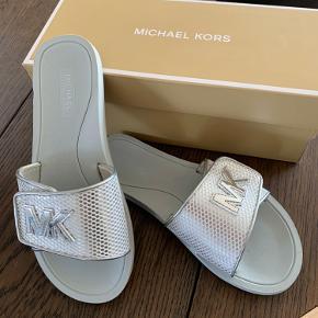 Michael Kors slippers. Brugt 1 gang.  Str. 7,5 = 38