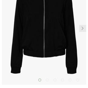 Vero Moda bomber jacket/cardigan. Str M. 100% polyester. Afhentes i Aarhus.