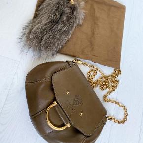 Varetype: Crossbody Størrelse: S Farve: Brun  Crossbody, Gucci, flot velholdt vintage taske.  Mp: 3500kr