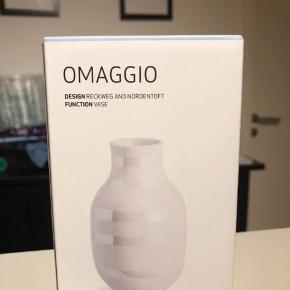 """Kählers nyeste design """"Pearl"""" 12 cm lille vase."""