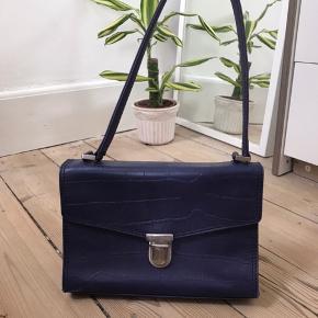 Helt ny taske fra Marc O' Polo. Den er i en rigtig fin blå/lilla farve