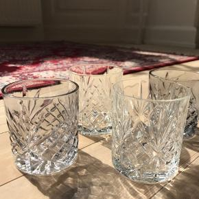Lyngby glas 4stk + 5stk lignende fra Sinnerup i grå/blå tone. Brugt i et par år, men fejler intet