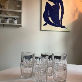 Smukke (måske krystal?) #glas #vandglas købt i en genbrug - sælges blot da jeg har købt nye ♻️  Sælges kun samlet - otte stk. 🌱