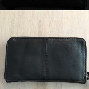 Lille fin pung - NY Måler ca. 9x17cm 6700/Rørkjær